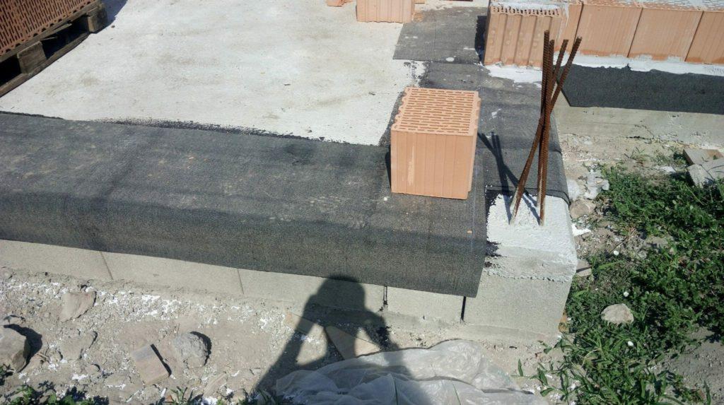falazat alatti vízszigetelő csík terítés és lehajtás Artimon Studio cikksorozat